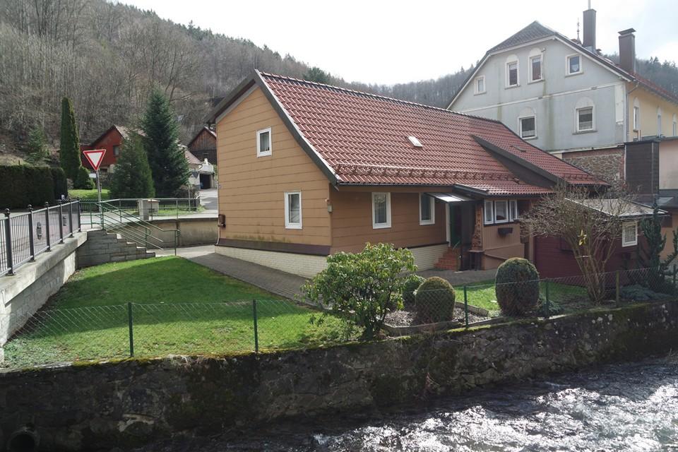 Уютный дом с небольшим участком в тихом горном городке Вида.